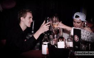 Une rencontre dans un bar et un premier rendez vous sexe